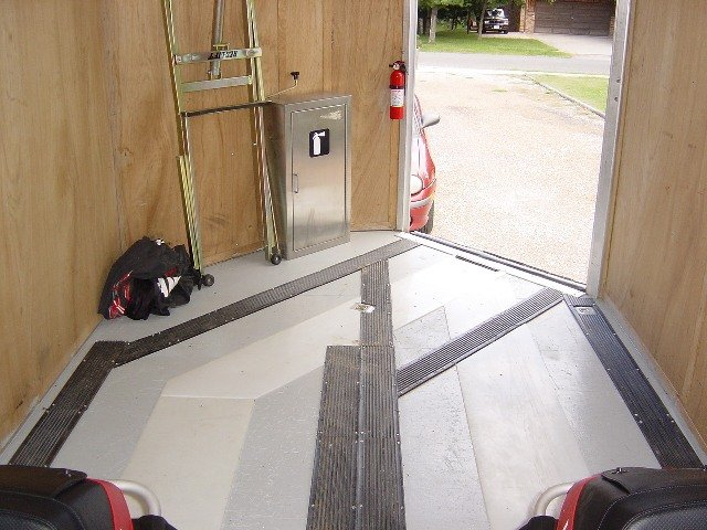 Aluminum vs Fiberglass Enclosed Trailers-deck_7.jpg