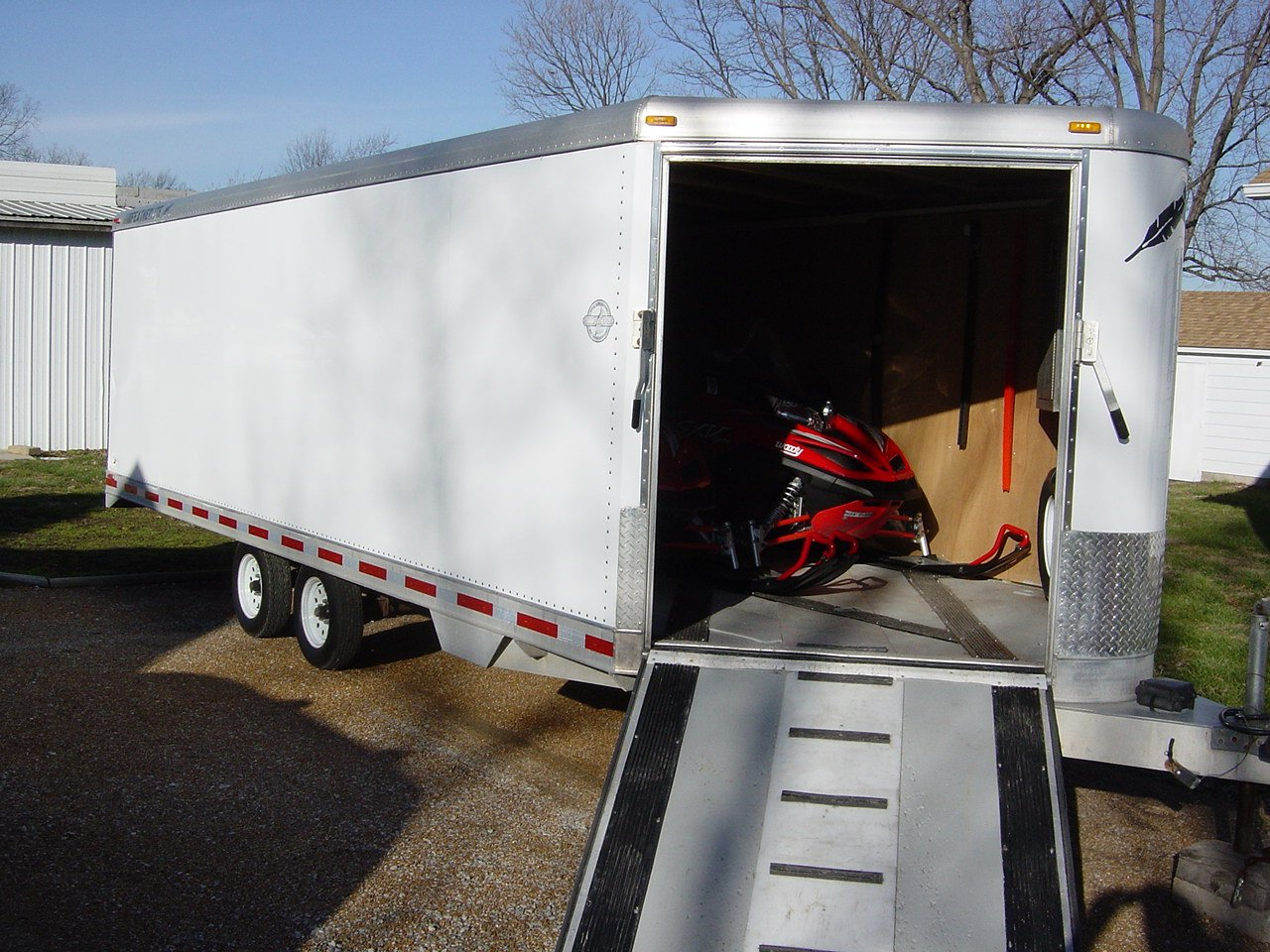 Aluminum vs Fiberglass Enclosed Trailers-dsc01384.jpg