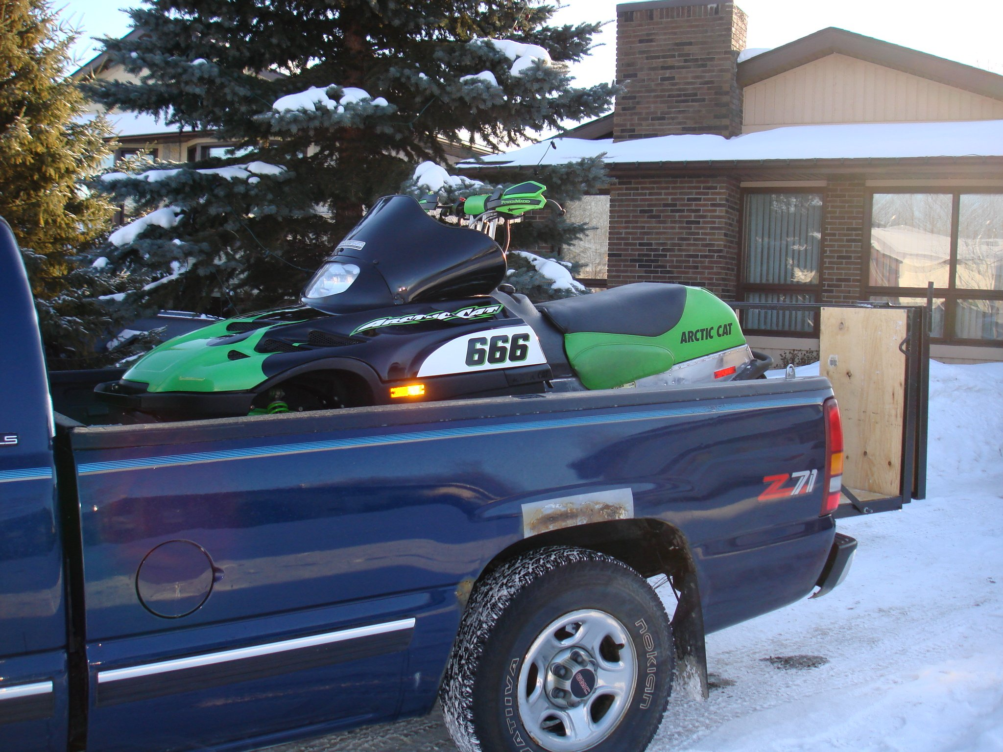 built a snowmobile ramp for my truck-dsc03116.jpg