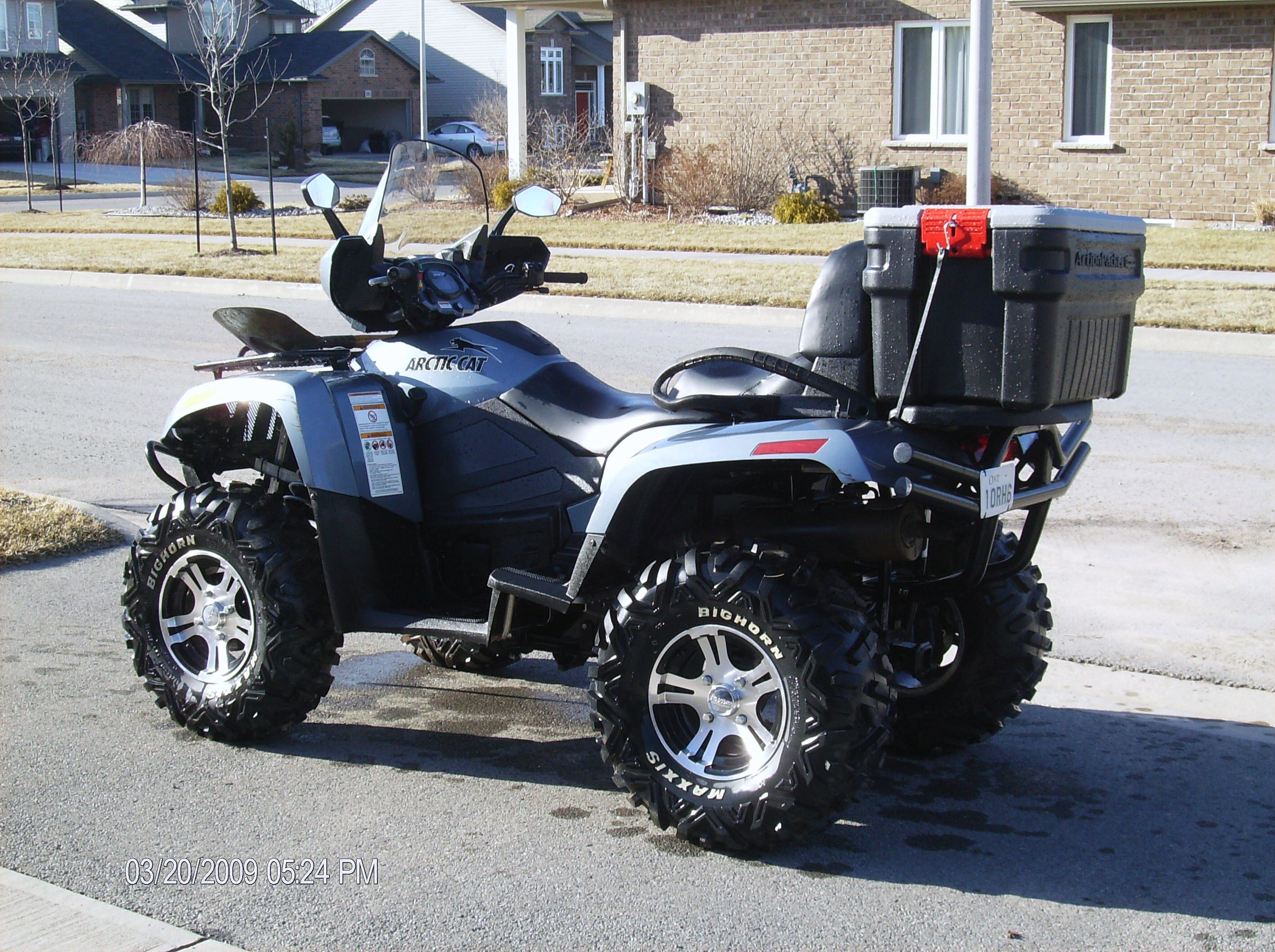 The new blue color.-my_2009_550_h1_efi_arctic_cat_034.jpg